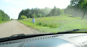 Направляясь в Москву, подвез девчонку, которая оказалась проституткой