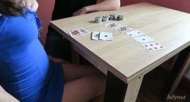 Карточный долг заставил проститутку Москвы дать в анал