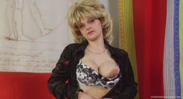Московская милфа часто фигурирует в половых актах