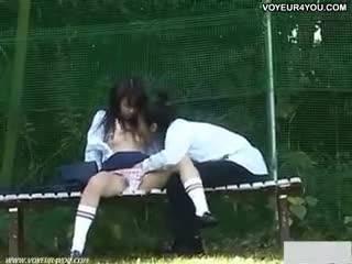 Китайские школьники устроили разврат в парке