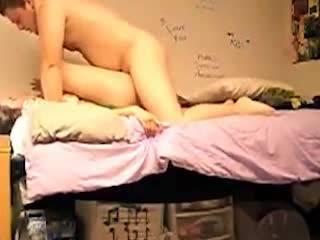 Страстный секс молодой пары сексуальных извращенцев