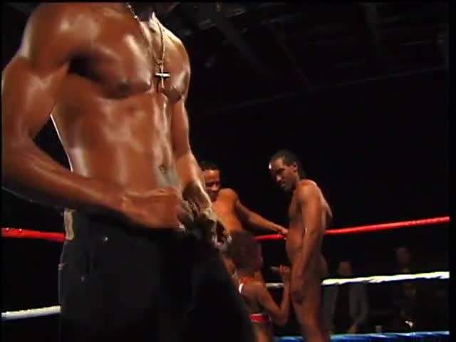 Сексуальная оргия на боксерском ринге