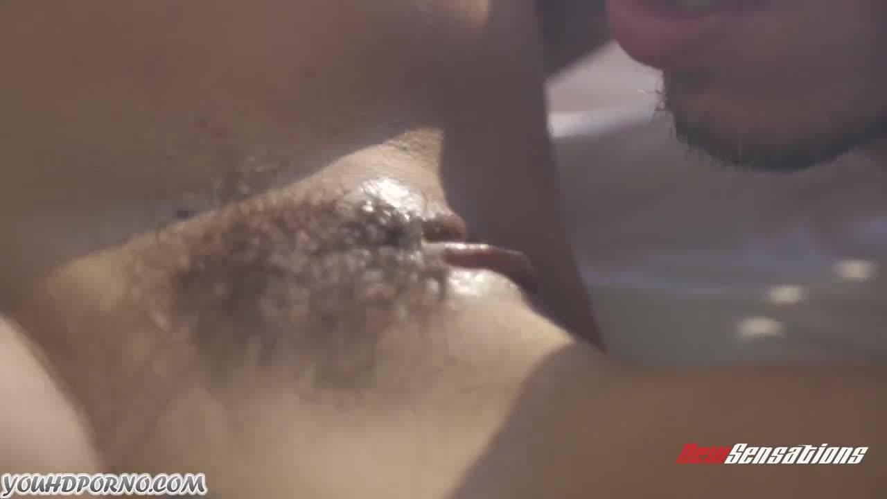Семейное порно с отсосом, сексом в разных позах и спермой на волосатой киске