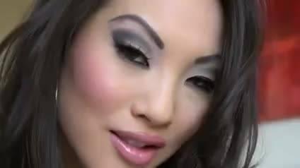 Шикарную азиатку хорошенько оттрахали в очко