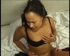 Молодая немецкая пара пробуют секс втроём в отеле с подругой