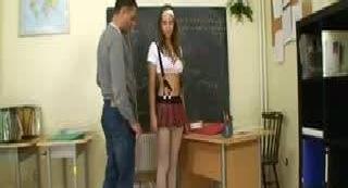 К преподавателю по биологии пришла сдавать зачёт тупенькая , но очень сексопильная студентка .