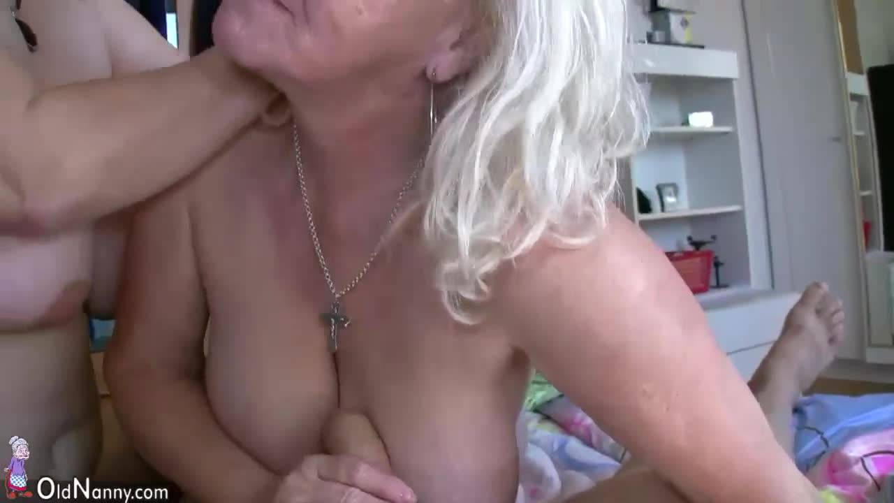 Адвокат трахнул горячую блондинку Nina Elle