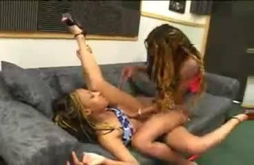 Проститутка Hailey James умело работает с огромным членом