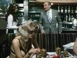 Две похотливых девчонки совратили целое кафе, дав начало настоящей оргии