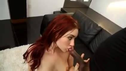Рыжая малышка ублажила негра своей тугой вагиной