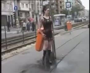 Abigail Mac ищет новую жертву на ночных улицах большого города