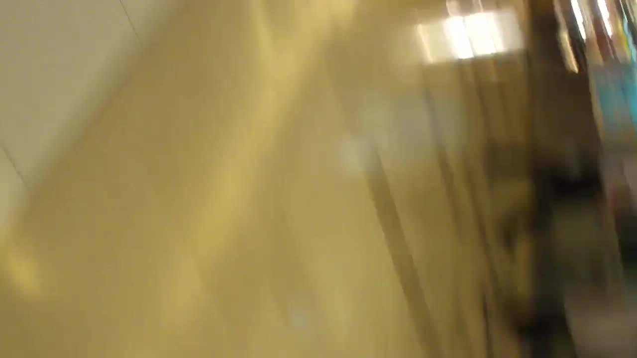 Зрелая брюнетка Charlee Chase любезно демонстрирует свои большие сиськи