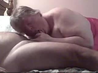 Толстая старуха соснула болт своего муженька