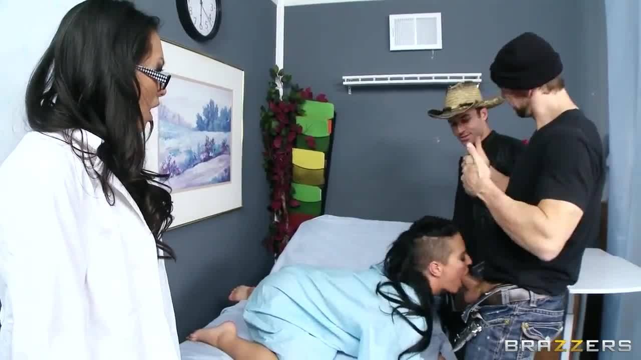 Групповой секс в больничной палате