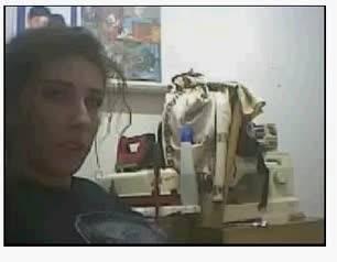 Девушка трясет сиськами перед вебкамерой