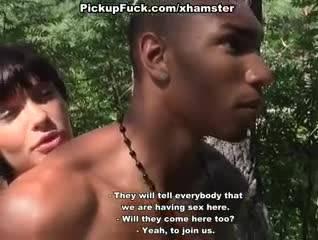 Девушка согласилась проехать с двумя парнями в лес
