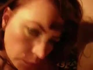 Дамочка Nikki Daniels получает спермятину на нежные плечики