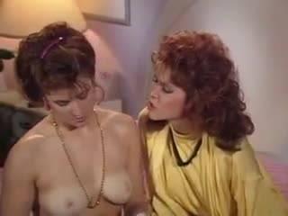 Отрывок лесбийского секса из винтажного порно фильма