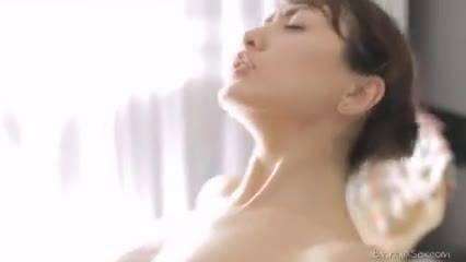 Девка отдалась массажисту после мастурбации ее киски