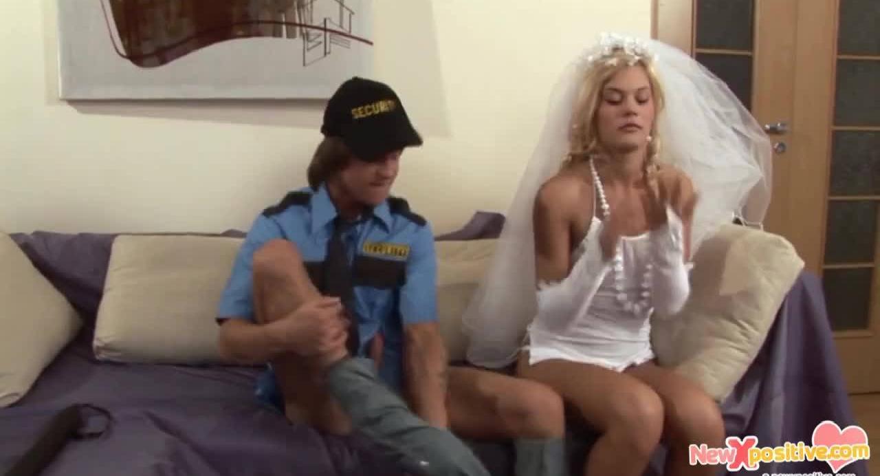 Блондинка еще до свадьбы использувала свою брачную ночь