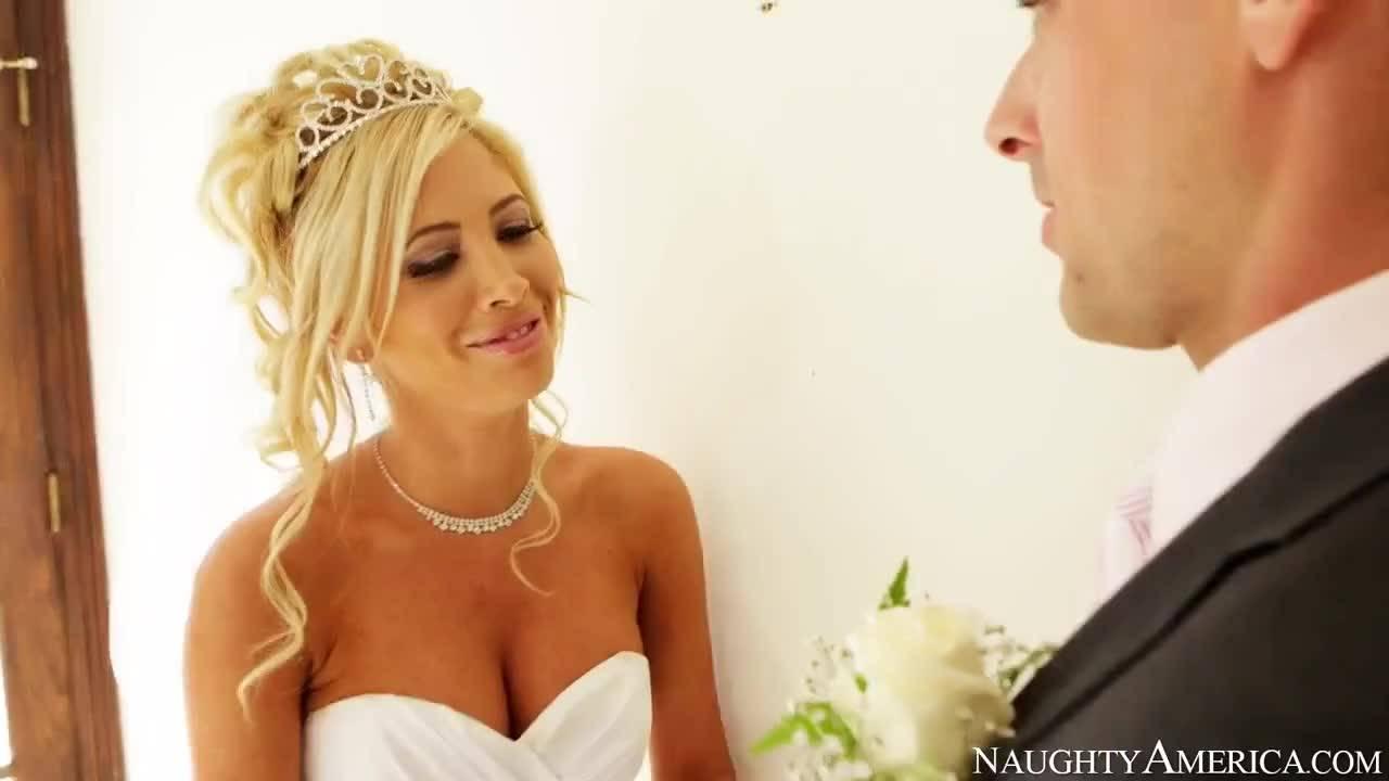 Сексуальная невеста отдалась другу жениха прямо в свадебном платье